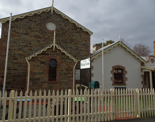 Photo:Strathalbyn. The National Trust  Heritage Museum was the Court House built in 1865. Beyond it is part of the old police station built in 1855. By denisbin