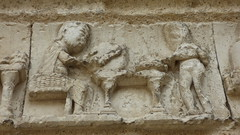Aubterre - church of St Jacques, facade, frieze (2) - Photo of Saint-Avit