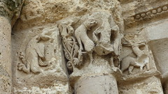 Aubterre - church of St Jacques, facade, column capital (2) - Photo of Saint-Avit