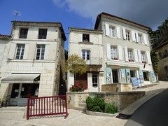 Aubterre - village square (7)