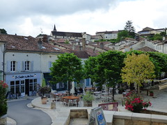 Aubterre - village square (8)