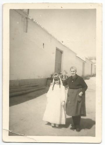 Comunión de Esmeralda Carpintero con su abuela