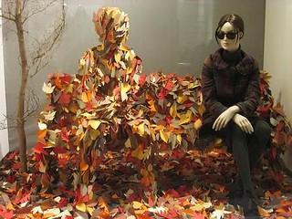 Листва. Осеннее оформление витрин