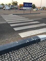 parking désimperméabilisé (Carrefour, Orange,FR84)