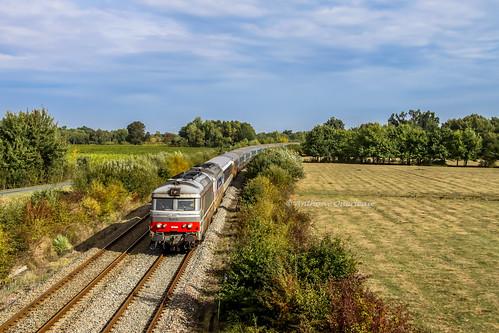 05 octobre 2010 BB 67582-67542 Train 29532 La Roche-sur-Yon -> Lourdes Aubie-St-Antoine (33)