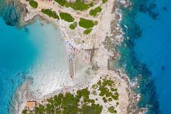 Top-Down-Luftbild vom Strand Punta Molentis auf Sardinien, Italien