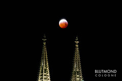 "Lunar eclipse and blood moon over Cologne Cathedral with picture title ""Blutmond Cologne"""