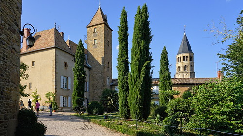 Castle and garden in the heart of the village