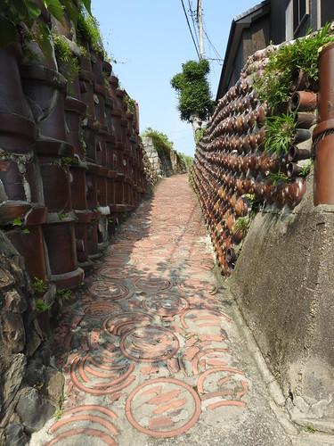 Walls of ceramic pipes & jugs