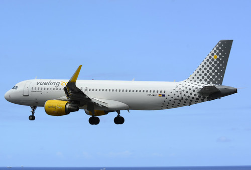 EC-MAI A320-214 cn 6045 Vueling 160528 La Palma 1003