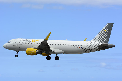 EC-MAI A320-214 cn 6045 Vueling 160528 La Palma 1002