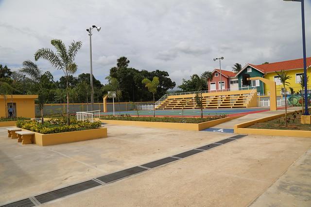 Danilo Medina entrega escuelas en Salcedo y Tenares. 87% estudiantes provincia Hermanas Mirabal incorporados a Jornada Escolar Extendida
