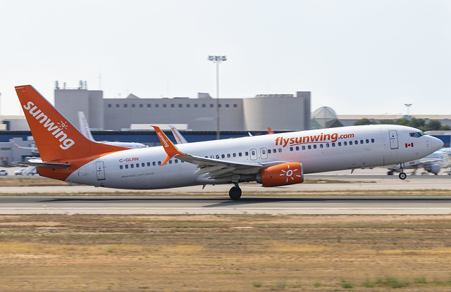 C-GLRN Boeing 737-800 Sunwing Airlines PMI 2019-07-02 (9a)