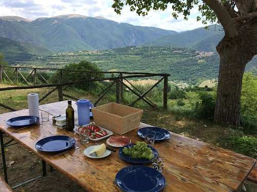 Arrived in Umbria. Some views from our rental in the hills of Cerreto di Spoleto in de Valnerina valley. Lovely nature, birds and cicadas as background music.