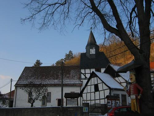 Questenberg (Südharz); Sankt Marien (Sankt Mariä Geburt) und der berühmte Questenberger  Roland