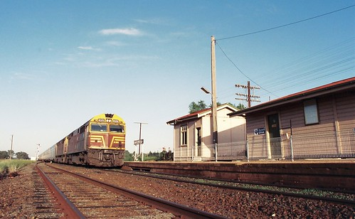 128-10 1992-02-16 8028 and 8021 on WL-2 at Bogan Gate