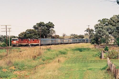 129-5 1992-02-16 8158 and 8178 on WL-2 at Manildra
