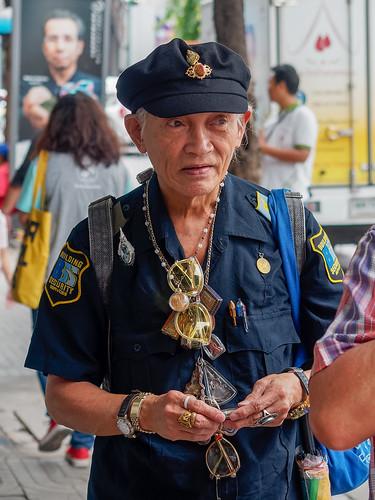 Chasseur d'amulettes.. Bangkok...