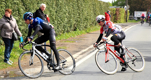 Hommage à Bjorg Lambrecht (à droite, Lotto-Soudal), décédé le 5 août 2019 à l'âge de 22 ans des suites d'une chute lors de la 3ème étape du Tour de Pologne