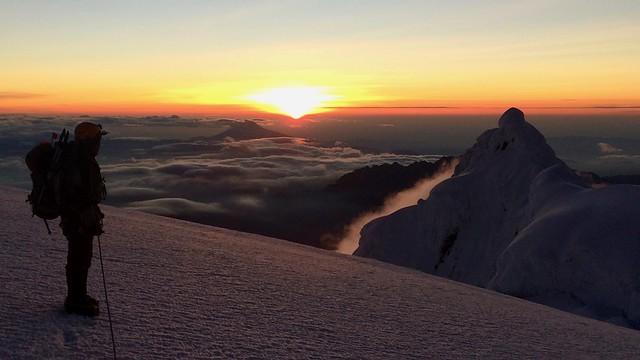 Sonnenaufgang am Chimborazo, 6268 m, höchster Berg Ecuadors.