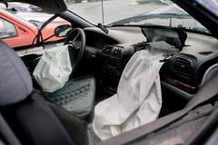 Aktivierte Airbags in einem Auto nach einem Unfall