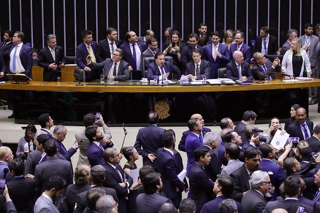 Bolsonaro libera R$ 3 bilhões para deputados e reforma da Previdência é aprovada