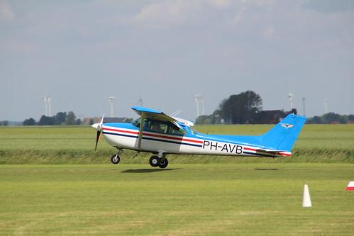 NL -- PH-AVB (1982) vliegclub teuge