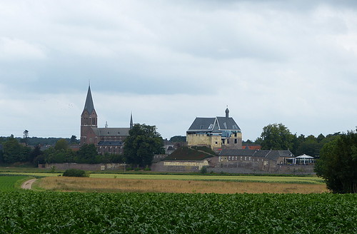 Closer view at the church and Keverberg Castle in Kessel