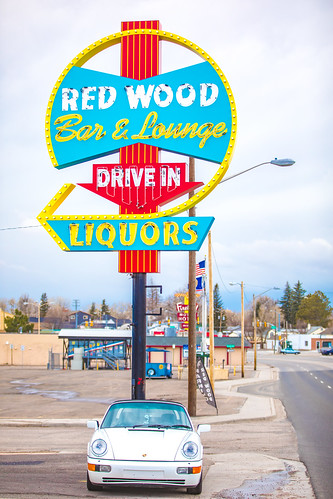 Red Wood Bar and Lounge