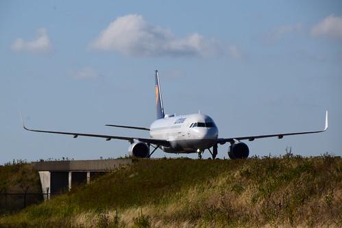 Lufthansa D-AIUJ
