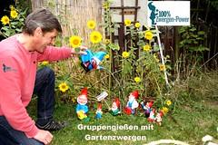Gartenzwerge_Blumen_giessen