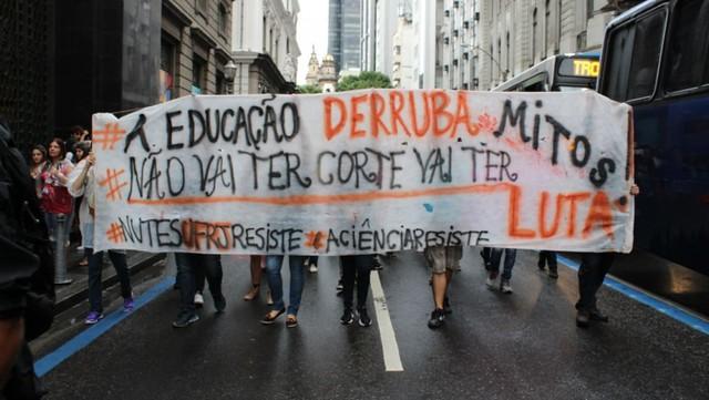 Protesto no Rio de Janeiro, em maio deste ano, contra os cortes na Educação - Créditos: Foto: Agência PT