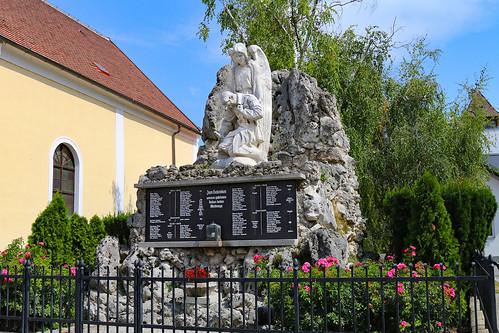 Götzendorf. Kriegerdenkmal, 1924