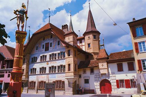 Venner Fountain and  Büren Castle