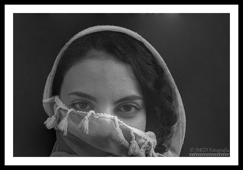 Portrait foulard blanc