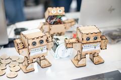 Kleine zweibeinige Roboter von vom Duo hinter Robocoop