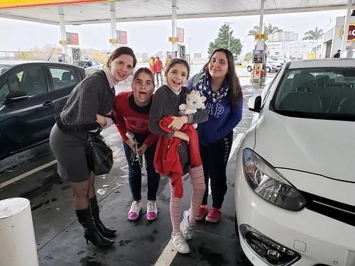 Camino a Rosario, parada para cargar nafta.