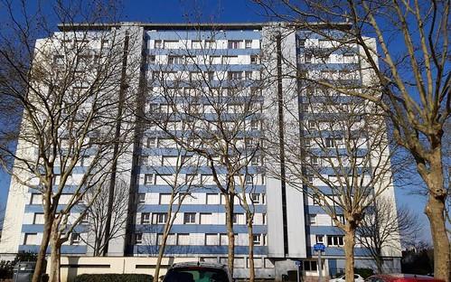 L'opération d'évacuation de la tour Ledoux, le plus haut bâtiment de la ville qui sera détruit cet été, est presque terminée. Les logements sociaux seront remplacés par trois fois plus de logements mixtes.