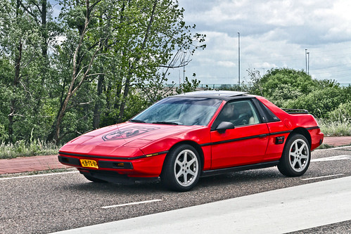 Pontiac Fiero SE 1985 (1902)