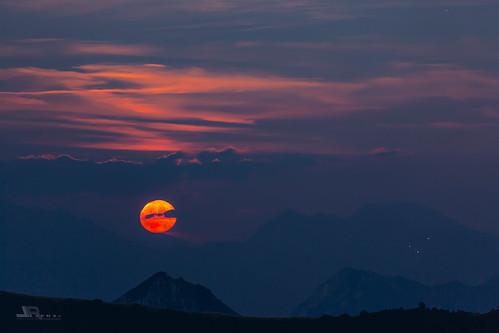 Full Moonrise #explore