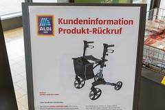 Aldi Süd Informationstafel für Kundeninformationen über ein Produkt-Rückruf des Rollator Aspiria
