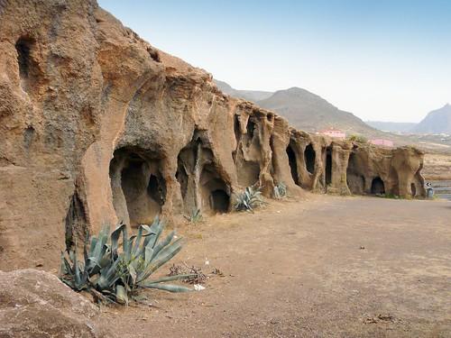 Espagne, l'île de la Grande Canarie, les grottes dans le tuf près de Galdar