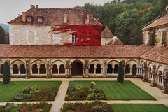 Claustro Abadia de Fontenay, Francia - Photo of Quincy-le-Vicomte