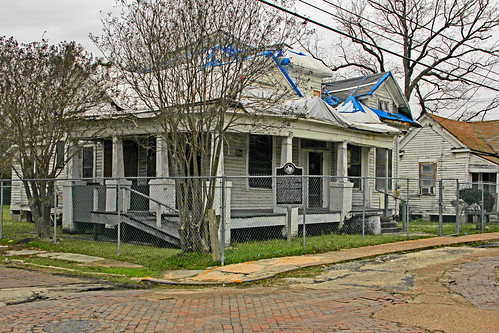 J. Vance Lewis House