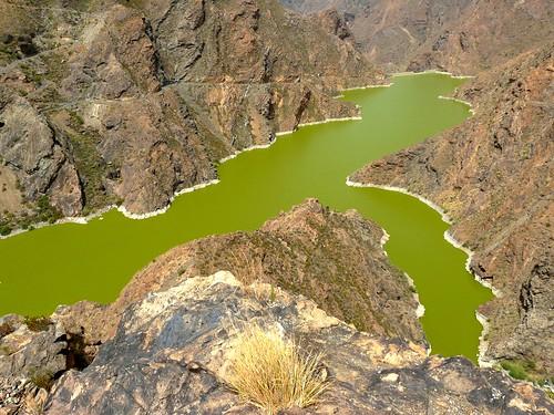 Espagne, l'île de la Grande Canarie, ici une curiosité le Lac vert du barrage de Parralillo