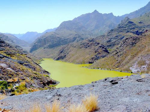 Espagne, l'île de la Grande Canarie, voici une curiosité le Lac vert, du barrage de Parralillo