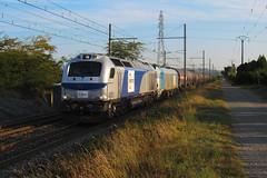 Image by railmax07 (168097695@N07) and image name 2 têtes de série pour ce gazier photo  about Le prototype de l'eurodual CC 6001 devait être acheminée en vue d'essais dans la région de Perpignan. Elle aura été pour cela mise CV de plusieurs Fret. Pour la partie Sibelin - Miramas il s'agissait du gazier 480409 Sibelin - Miramas d'Europorte du 9 Septembre 2018. Le train est vu ici à La Roche d