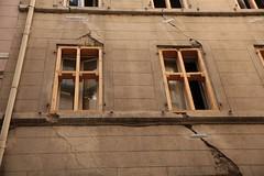 Image by memoire2cite87 (183695256@N04) and image name 13 Marseille Façade d'un immeuble en péril certain, rue Jean Roque prolongée. Intérieur éclairé photo  about www.twitter.com/Memoire2cite le Logement Collectif* 50,60,70's dans tous ses états..Histoire & Mémoire de l'Habitat / Rétro-Villes / HLM / Banlieue / Renouvellement Urbain / Urbanisme URBANISME  S'imaginer Paris et le Grand Paris @ URBANISME S'imaginer Paris et le Grand Paris @ Les  50ans d'Apur