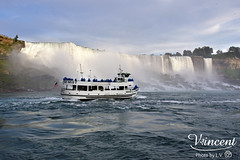 Image by Vincent Lin (L.V.) (vincent751224) and image name _DSC0654a photo  about 尼加拉瀑布(英語:Niagara Falls,法語:les Chutes du Niagara,源自印第安語,意為「雷神之水」。加拿大的華人也稱之為「拉格科」)是由三座位於北美洲五大湖區尼加拉河上瀑布的總稱,平均流量為2,407立方公尺/秒,與伊瓜蘇瀑布、維多利亞瀑布並稱為世界三大跨國瀑布。尼加拉瀑布以美麗的景色,巨大的水力發電能力和極具挑戰性的環境保護工程而聞名於世,是非常受遊客歡迎的旅遊景點[1]。 整個瀑布跨越加拿大的安大略省和美國的紐約州構成南部的尼亞加拉峽谷。三座瀑布按規模從大到小分別為馬蹄瀑布,美國瀑布,布里達爾維爾瀑布。其中,馬蹄瀑布位於美國和加拿大的邊境,美國瀑布全部位於美國境