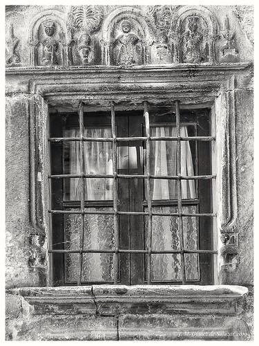 Antigua ventana de una casa de la localidad de Plan. Huesca